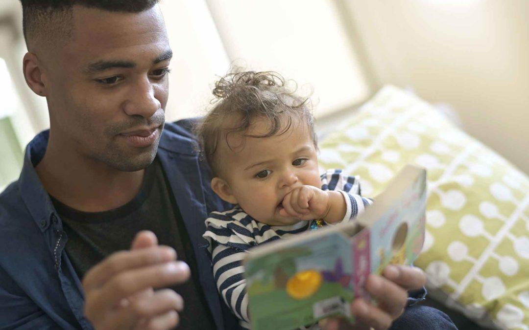 Pourquoi lire des histoires aux bébés ?
